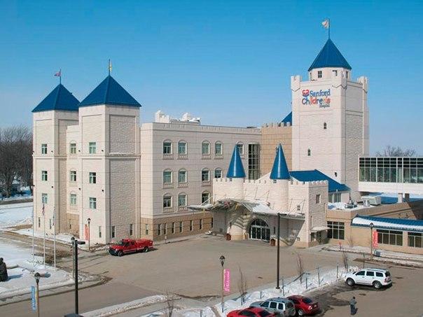 Красочные интерьеры детских больниц ENhU4yBkli4