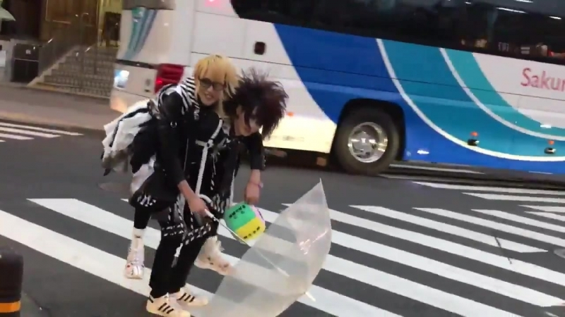 渋谷ZEAL LINKでのインストアイベントにご来場いただき誠に有難う御座いました イベントの罰ゲームで海青が空をおぶって渋谷タワーレコードまで向かうという結果に 今晩ロン