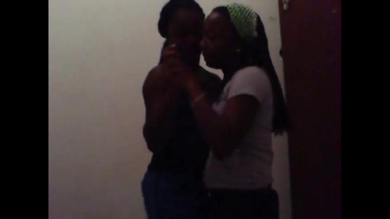 Busty sisters - Dança entre irmãs