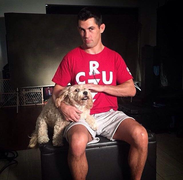 Домминик Круз со своим псом