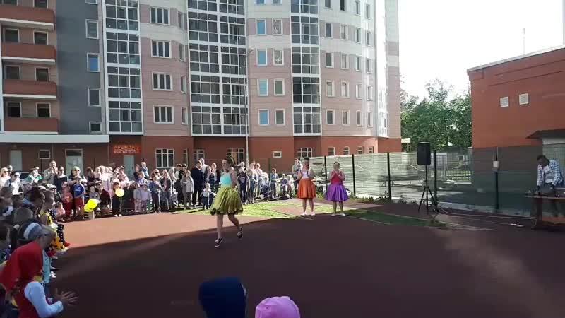 танцуют мамы Буги-вуги