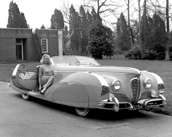 Фото французского родстера Delahaye 175S Saoutchi Roadster. Данный родстер был создан в 1949-м году в мастерской Якова Савчика на базе спортивного автомобиля Delahaye 175. Автомобиль был оснащён