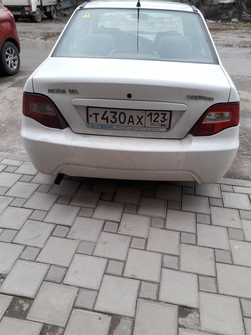 Анонимно:)Вот ещё одни водители которые неумеют правильно парковать свои машины