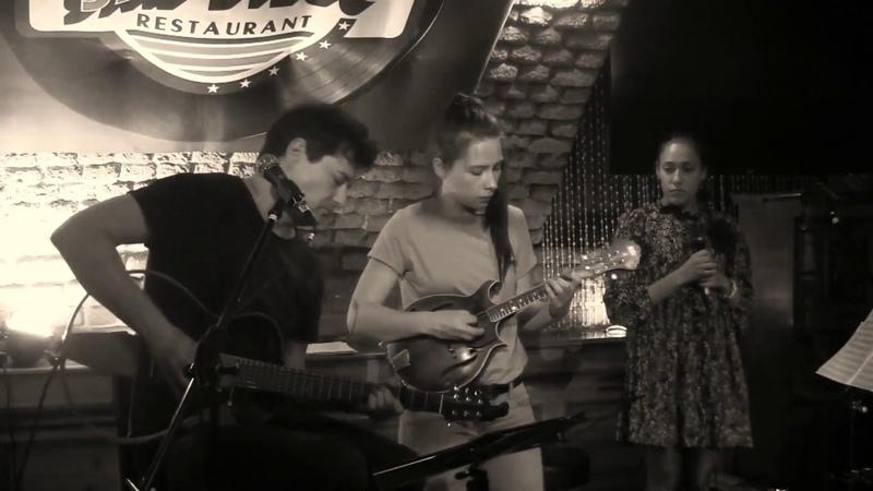 «10 минут» - Александр Щербина, «Асенька» - Жанна По, мандолина - Ольга Егорова