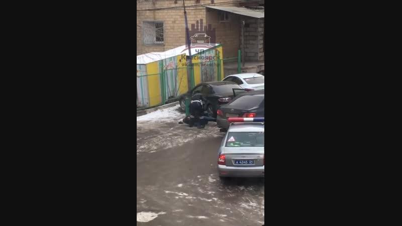 Задержание закладчика. Ул. Лазо 18, 23.11.2018 ЧП Красноярск