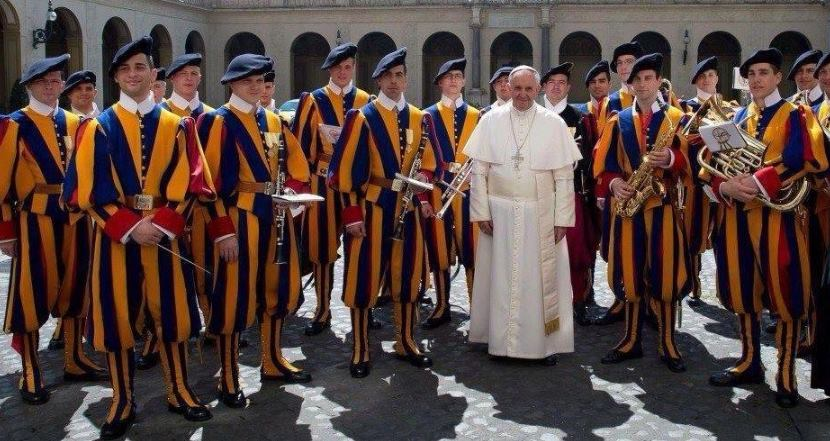 Папа Римский по просьбе депутата-коммуниста из Госдумы надел георгиевскую ленточку - Цензор.НЕТ 3200