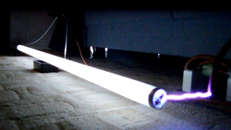 Галогеновая лампа с высоковольтным умножителем напряжения
