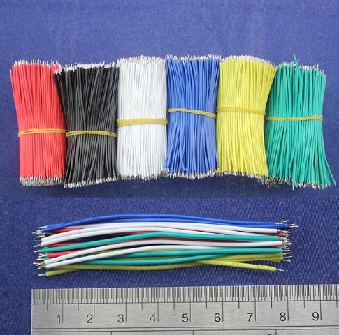 Набор подготовленных проводов-перемычек различных цветов