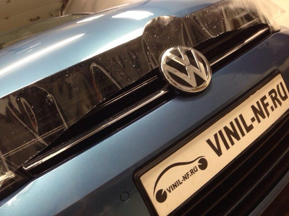 VW Golf 7 замена изношенной пленки на фарах на новую