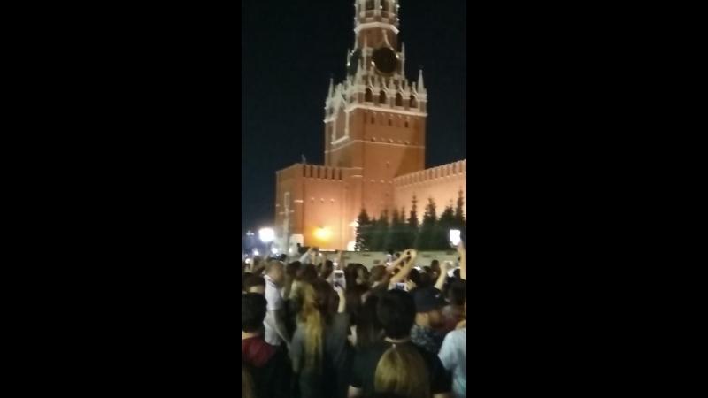 Менты ловят болельщиков в Кремле