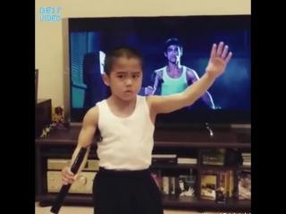 8 летний Брюс Ли