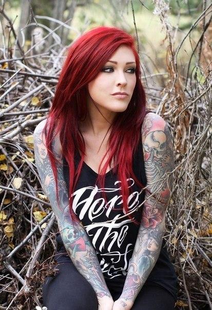 Цветные волосы татуировки пирсинг