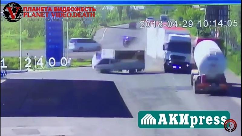 Фура столкнулась с бензовозомFura collided with a gasoline tank truck