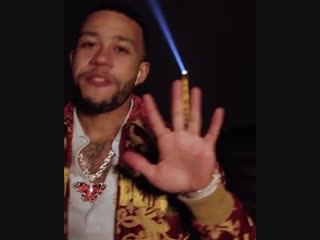Memphis Depay celebrates reaching 5 million Instagram followers by dropping this freestyle. mufc