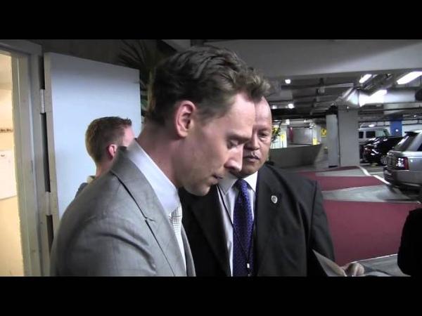 Exclusive Tom Hiddleston (Loki) signs autographs after Iron Man 3 premiere! 42413