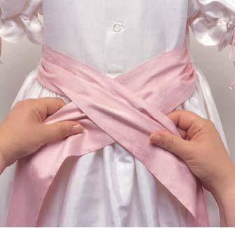 Как завязать ленточку на платье