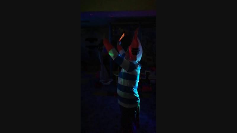 адама танец с огнями остров пиратов