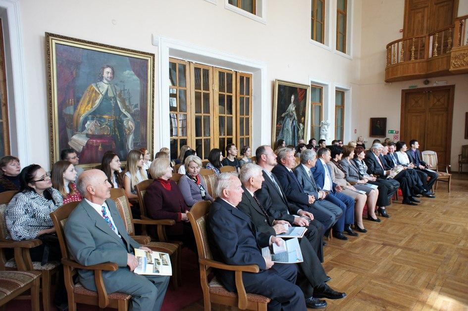 В городе Таганроге открылась выставка «Выбор и власть»