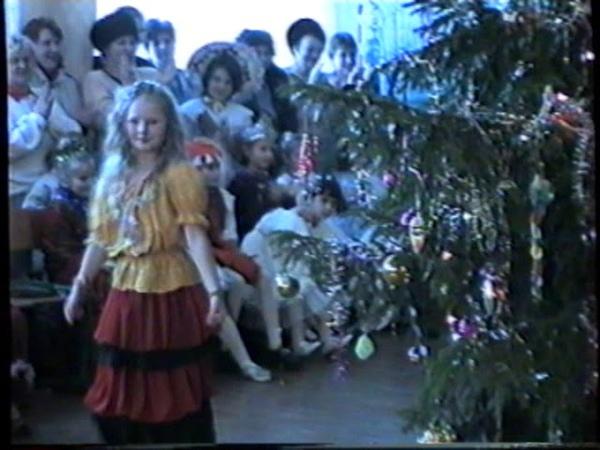 Новый год. 3А, 3Б, 3В школы №1(1999) 007