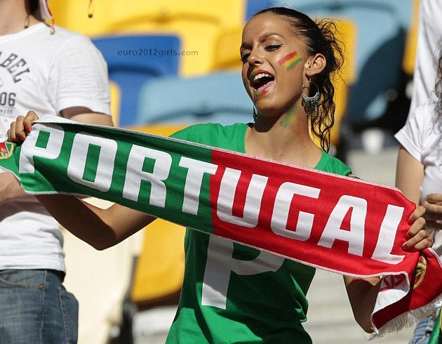 Девушки футбольные болельщицы на Чемпионате Европы 2012, Португалия