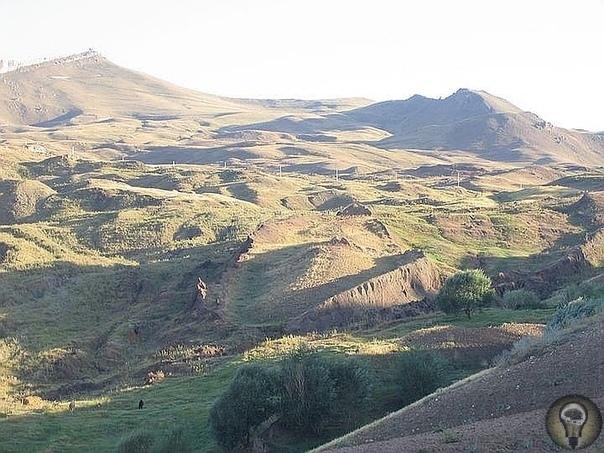 Учёные объяснили происхождение Ноева Ковчега в Чечне Археологи считают находку фикцией, а энтузиасты продолжают раскопки.Несколько лет назад пожилой чеченец, гулявший на территории Аргунского
