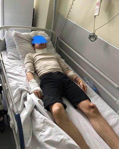 Ест из трубочки: в Москве жестоко избили парня за отказ поделиться девушкой. В Москве несколько мужчин