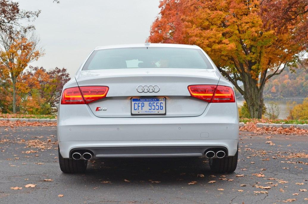 Тест Audi S8 2012