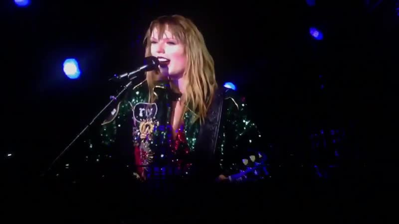 Taylor Swift - Out Of The Woods (Acoustic) (Live at Reputation Stadium Tour, Auckland)