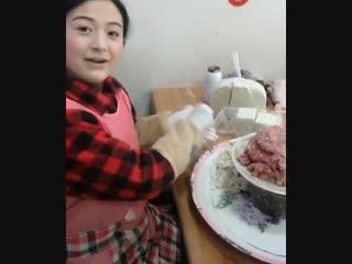 Скоростная лепка китайских пельменей
