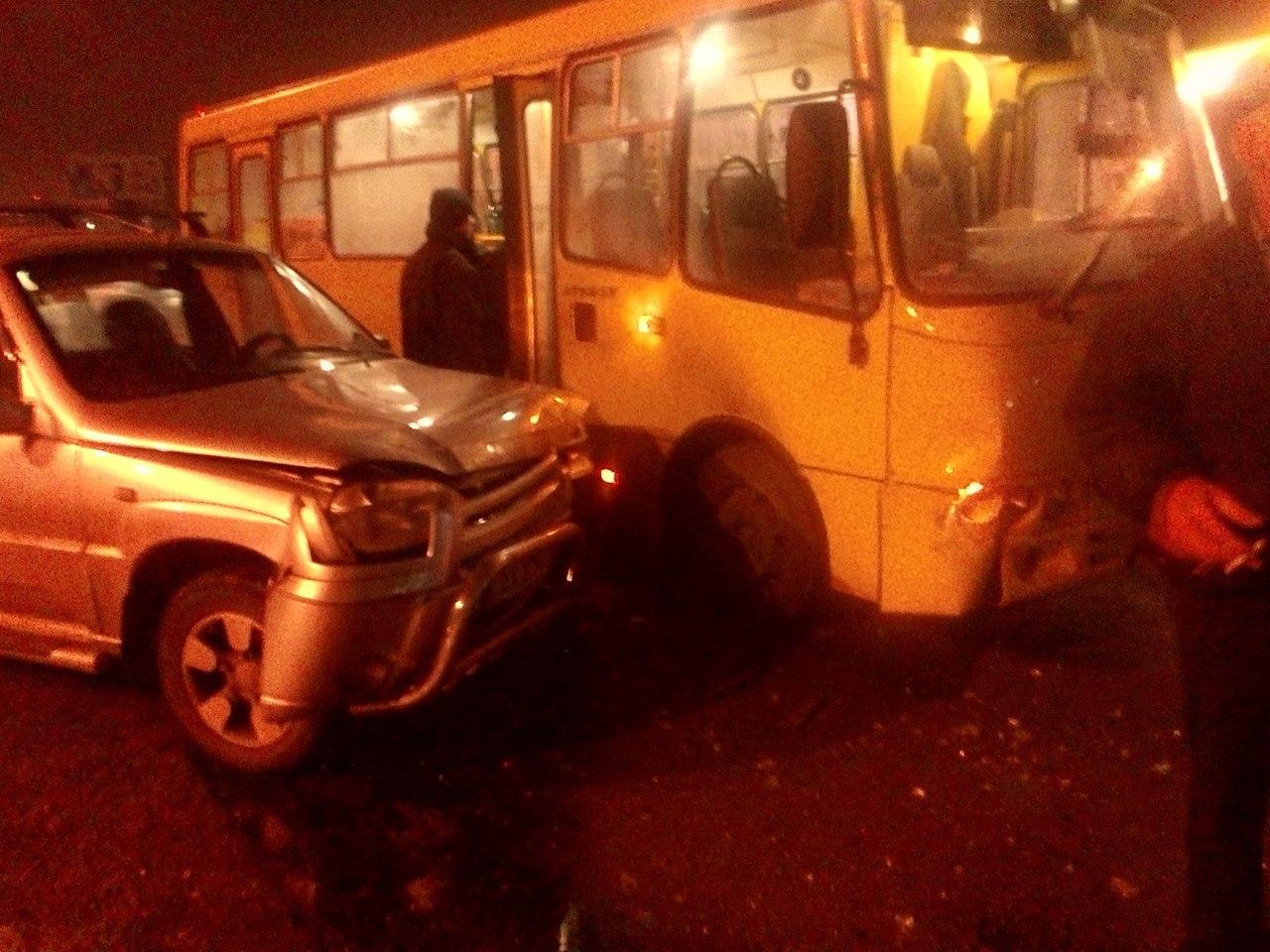 ДТП: Столкнулись автомобиль и автобус (ФОТО)