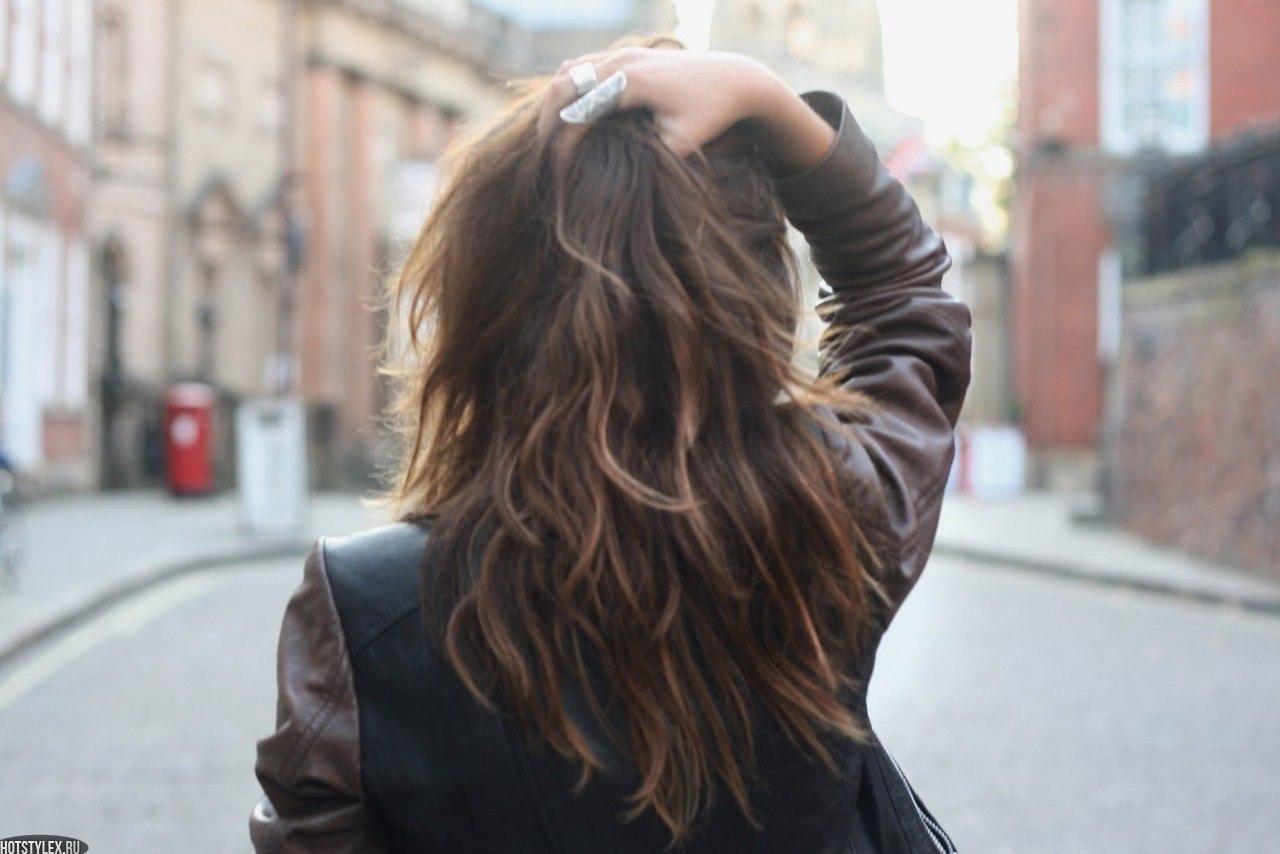 Фото девушек брюнеток со спины на аву 21 фотография