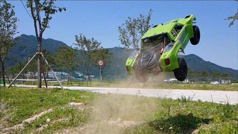 Axial Yeti SCORE Trophy Truck Dirt Bashing