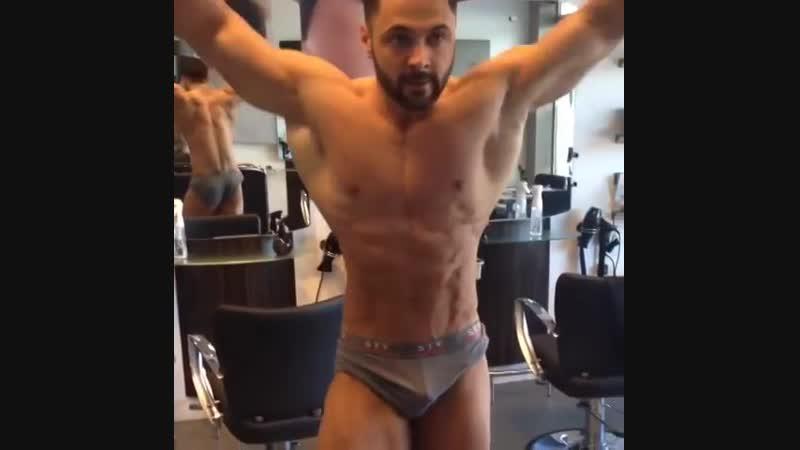 BodyBuilder Flexing Muscle Davor Brdjanovic (Netherlands)