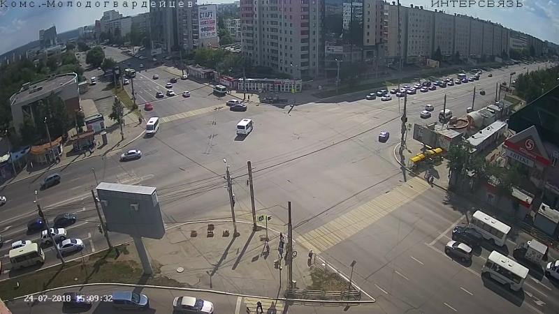 На северо-западе Челябинска после аварии перевернулась легковушка