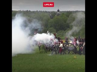 Cражение 1812 года. Реконструкция у батареи Раевского на Бородинском поле