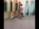 В Твери аутист настолько ужрался что разделся и решил побегать прямо под окнами отделения полиции