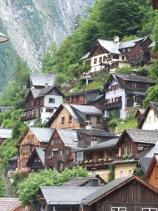 Хальштадт: игрушечные домики его нагромоздятся на скалах