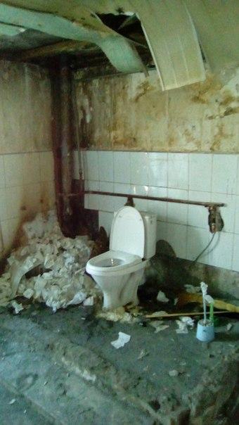 Общественный туалет в общаге. Жесть.
