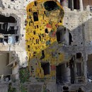Воспроизведение картины Климта «Поцелуй» на разрушенном военными действиями здании в Сирии