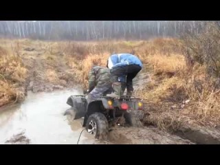 Квадроцикл, прикол с лужей