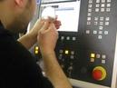 Metal Lazer Kesim Makine Ayarı Yaparken Ustamız Uğraşırken Şaç Lazer Kesim