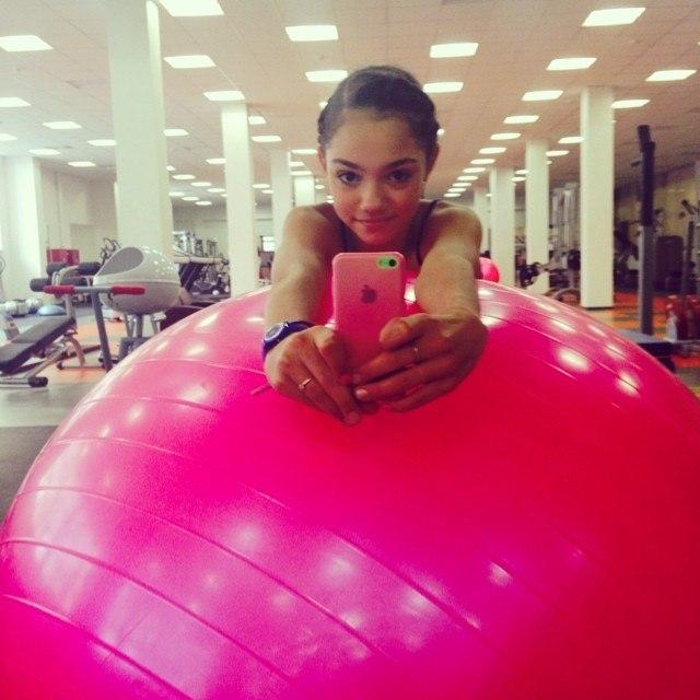 Розовый мяч Новогорска & Индивидуальный чемодан фигуриста - Страница 3 LhK5Et46kA8