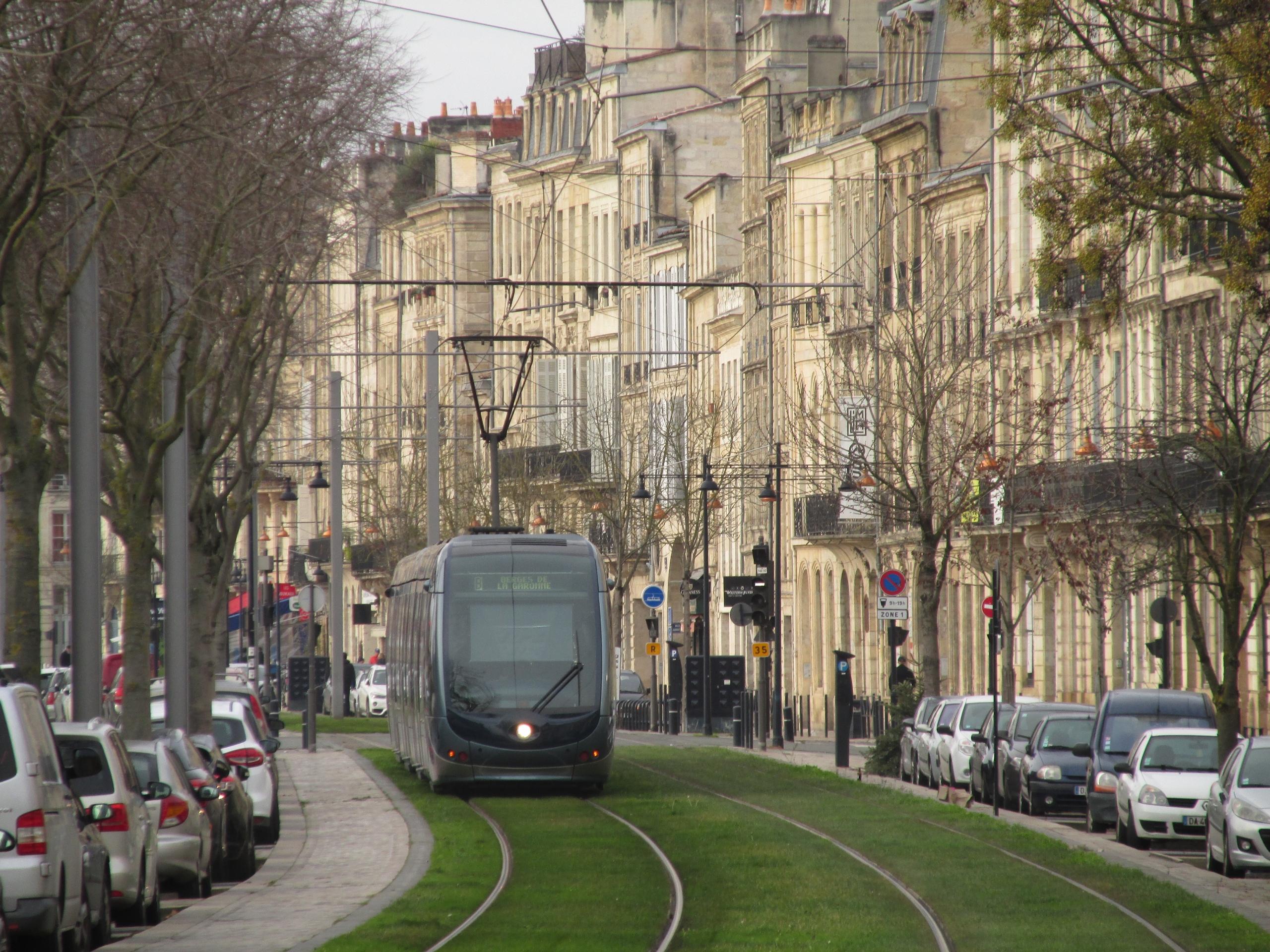 Общественный транспорт как часть городского антуража