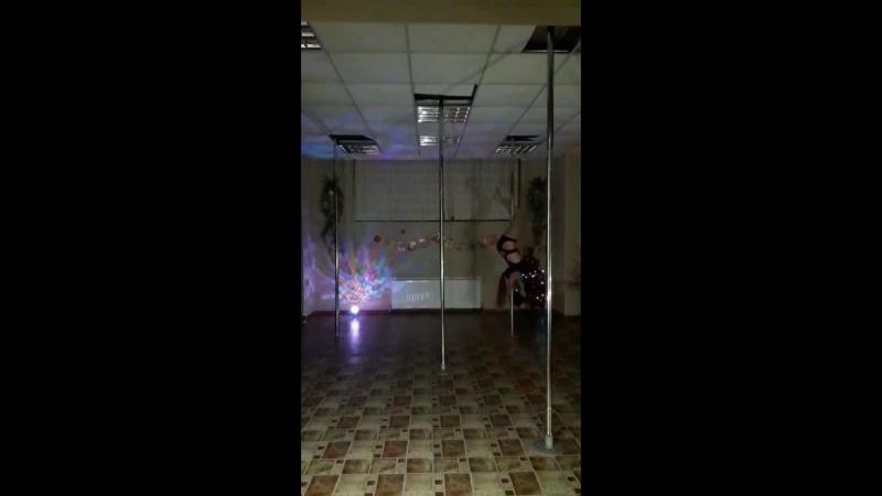Pole Dance, Buttle Cry
