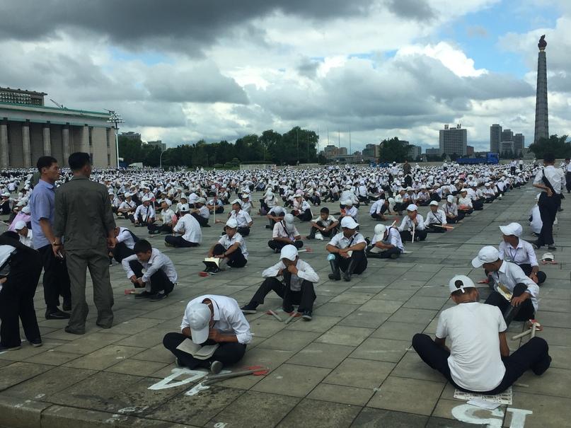 Отчет о путешествии в Северную Корею Площадь Ким Ир Сена. Репетиция.