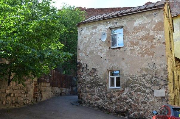 Валунный дом 1 (ул. Крепостная 13,  во дворе)