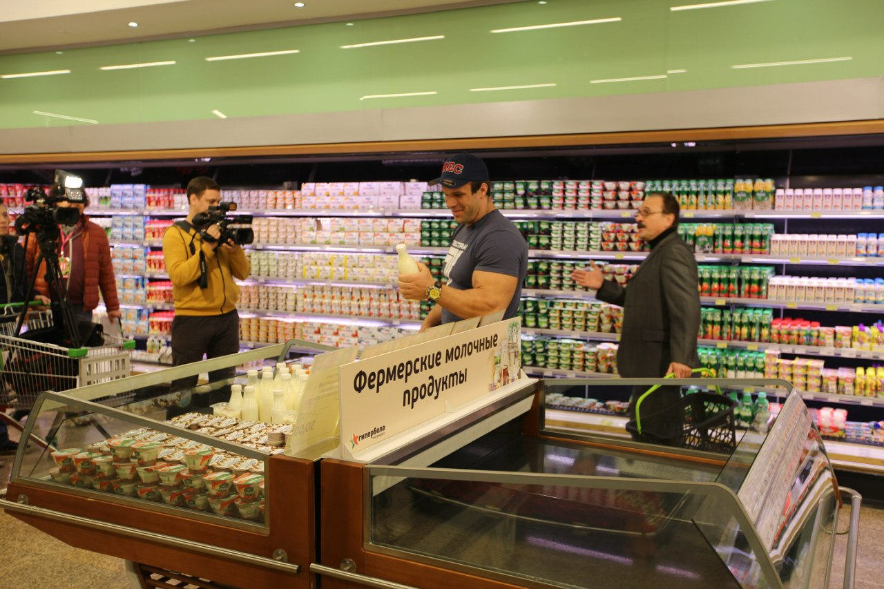 Denis Cyplenkov - Buying the Ingredients -TV Cooking Show │ Photo Source: Trec Nutrition