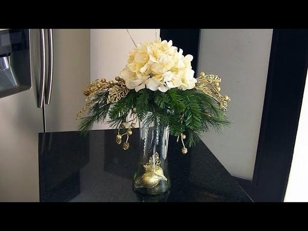 Arreglo Floral Navideño con Hortensia Blanca