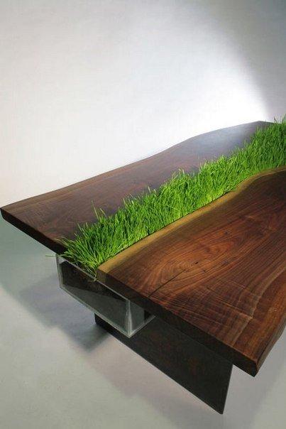 Необычный стол с мини-лужайкой