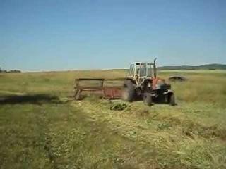 Сенокос. Агрегат трактор ЮМЗ и жатка ЖВН